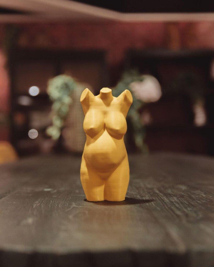 Buikbeeld - 3d beeldje zwangere buik - geel